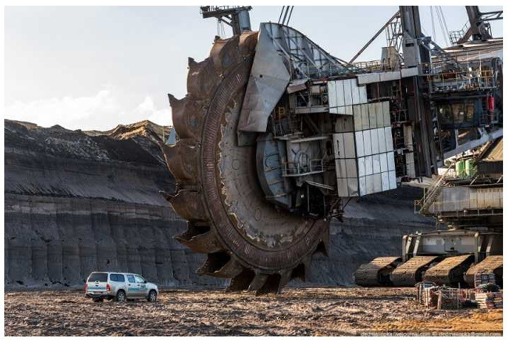 the Bagger 288 is the largest land vehicle in the world.
