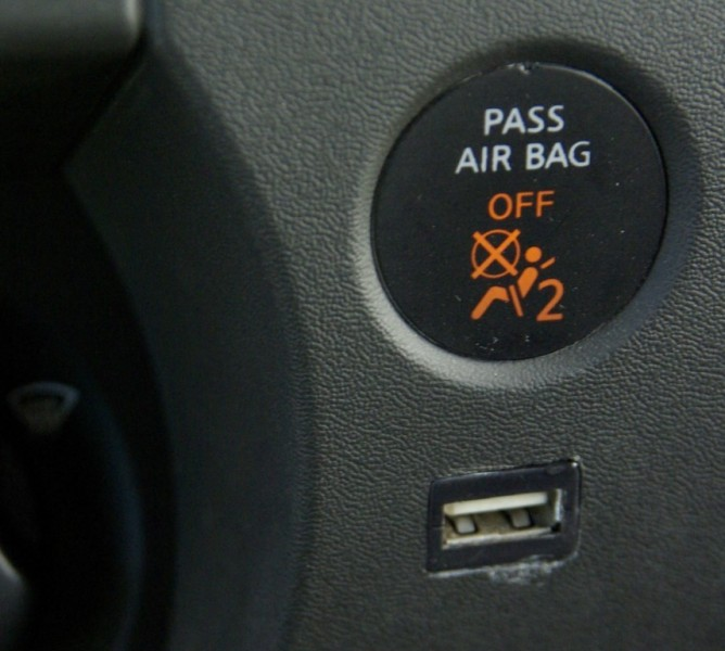 Nissan rogue airbag problems | Nissan airbag warning light won't