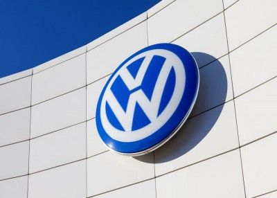 AutoBody-Review VW developing self-driving taxi fleet