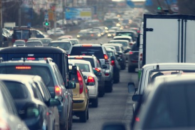AutoBody Review our top five tips for driving safely in heavy traffic