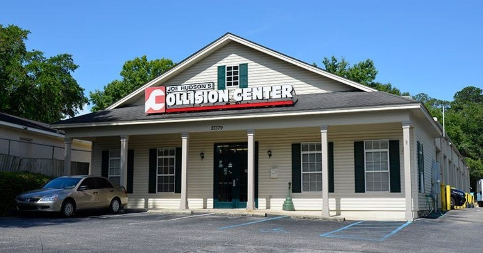 We are centrally located at Daphne, AL, 36526 for our guest's convenience and are ready to assist you with your collision repair needs.