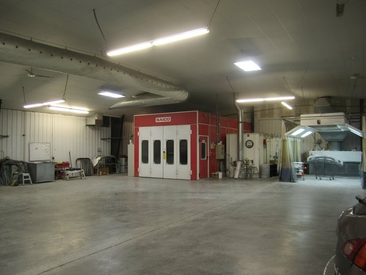 A neat and clean and professional refinishing department is located at Dents Unlimited Columbia, Columbia, MO, 65202