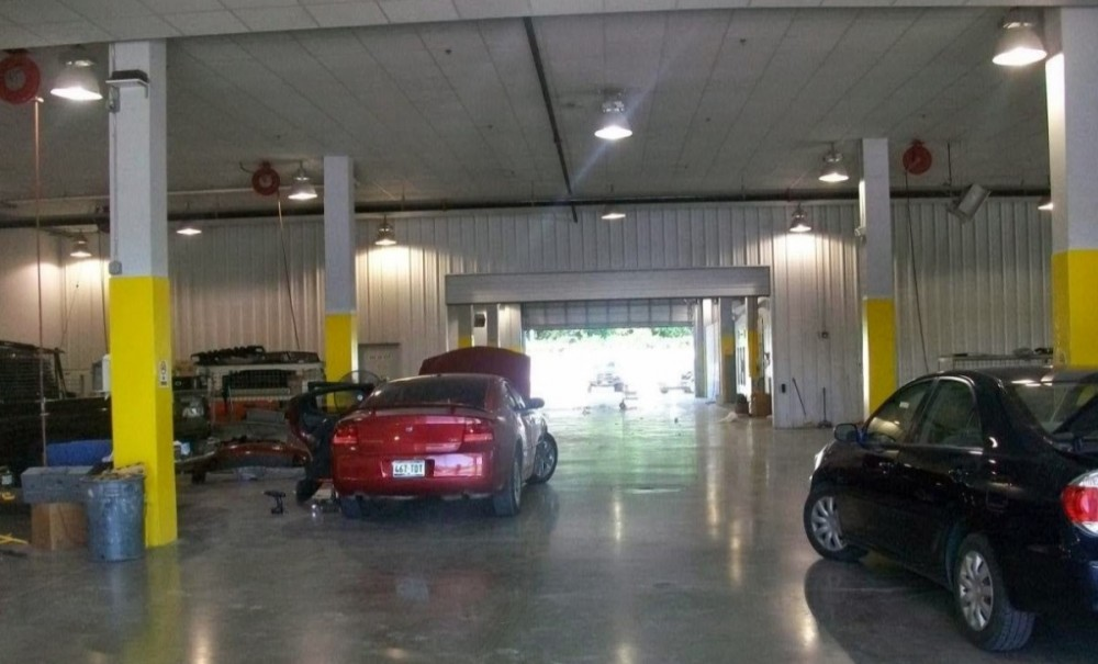 Keeping a collision repair facility clean and organized is a true talent.  Here at Helfman Collision Center, Houston, TX, 77024, we strive to maintain a well-organized, neat and clean facility.
