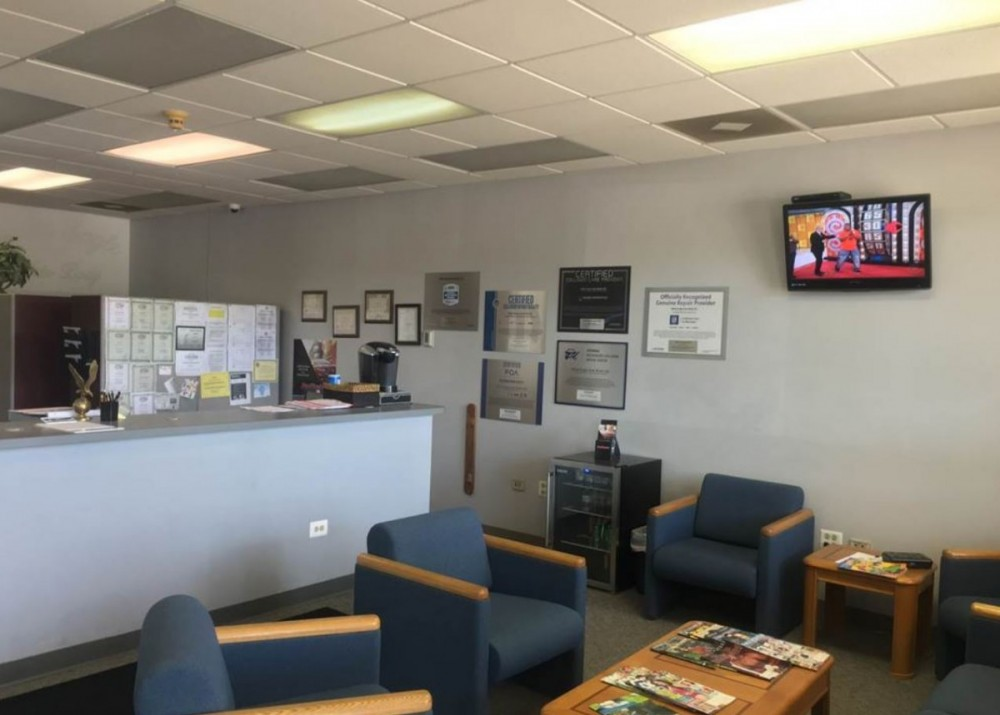 White Eagle Auto Body Oswego - Here at White Eagle Auto Body, Naperville, IL, 60563, we have a welcoming waiting room.