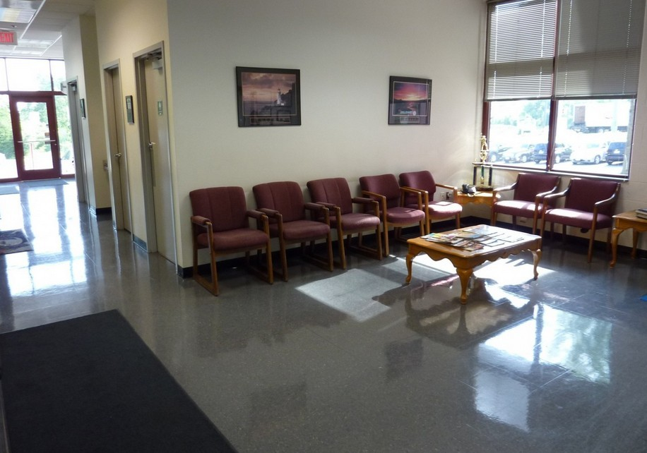 Here at Chantilly Auto Body, Inc., Chantilly, VA, 20151, we have a welcoming waiting room.