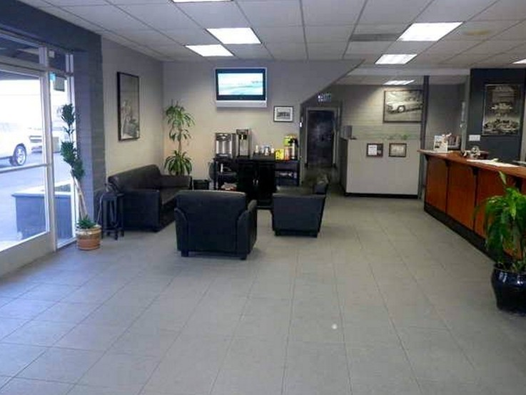 The waiting area at our body shop, located at Reseda, CA, 91335 is a comfortable and inviting place for our guests.