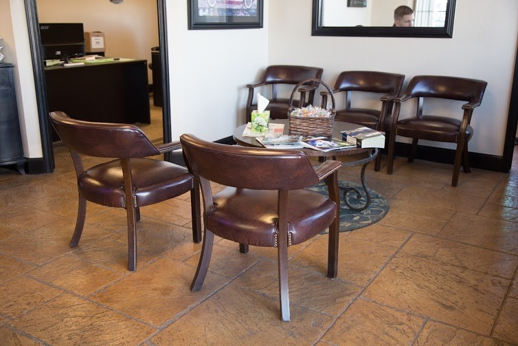 The waiting area at our body shop, located at Del City, OK, 73115 is a comfortable and inviting place for our guests.