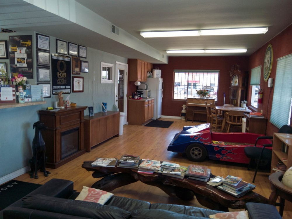 The waiting area at our body shop, located at Oceanside, CA, 92054 is a comfortable and inviting place for our guests.