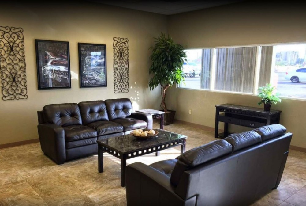 The waiting area at our body shop, located at Tucson, AZ, 85701 is a comfortable and inviting place for our guests.