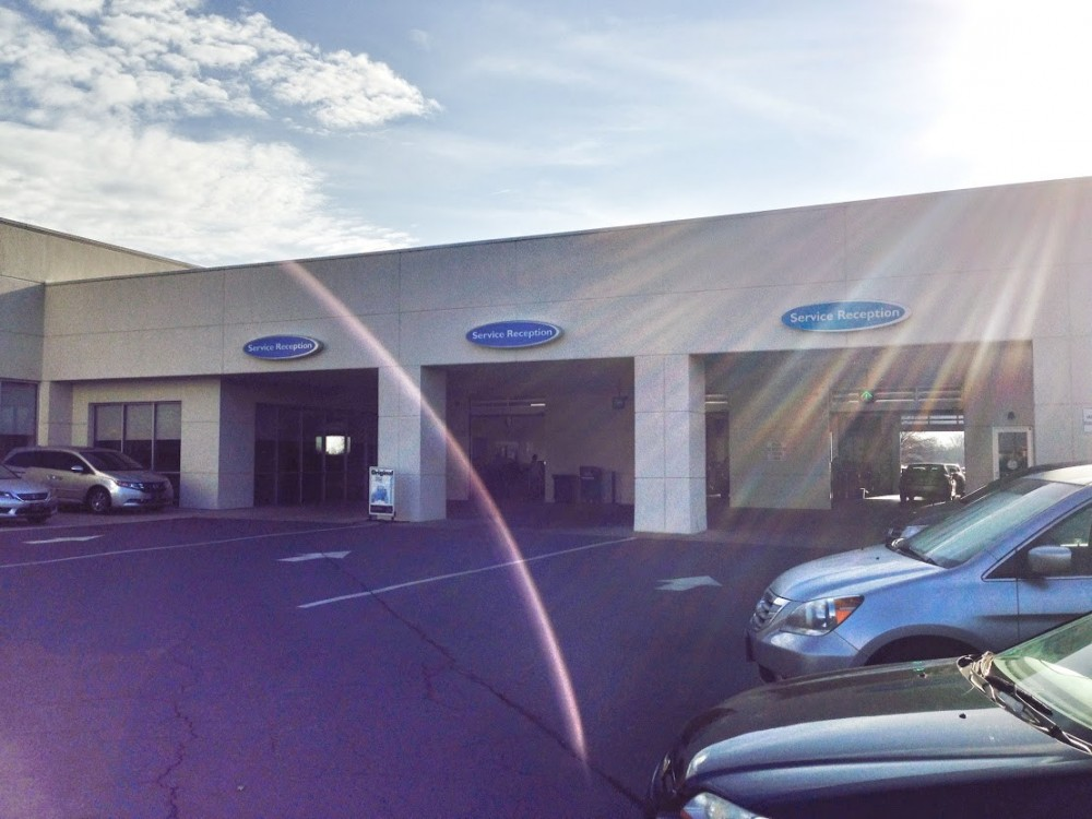 Hendrick Collision Center South 8901 South Boulevard  Charlotte, NC 28273  Our guests are greeted at our service center line area.  Experienced personnel are always there to assist.