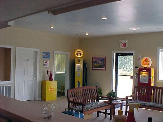 The waiting area at our body shop, located at Leadington, MO, 63601 is a comfortable and inviting place for our guests.