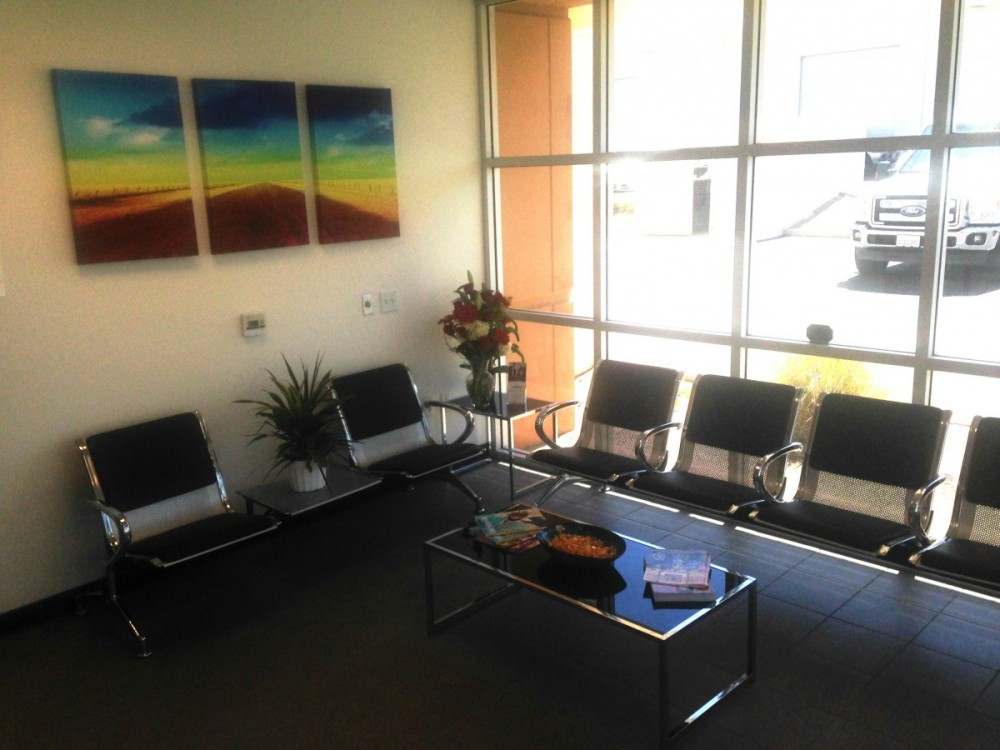 International Auto Crafters - Palm Desert 73605 Dinah Shore Drive 800H  Palm Desert, CA 92210    A Comfortable Waiting Area For Our Guests