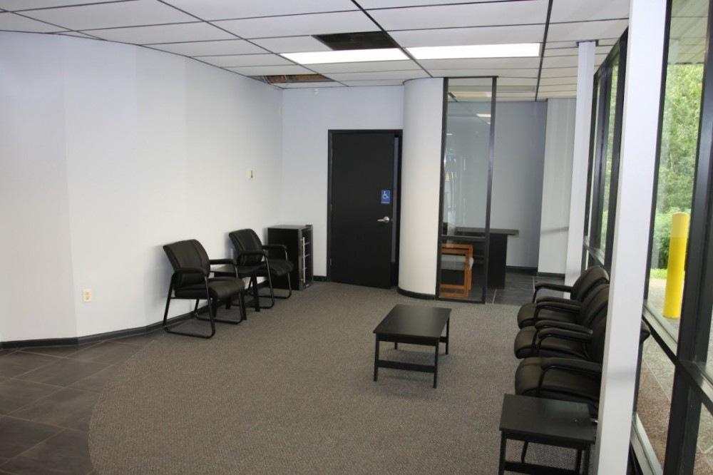 The waiting area at our body shop, located at Lady Lake, FL, 32159 is a comfortable and inviting place for our guests.