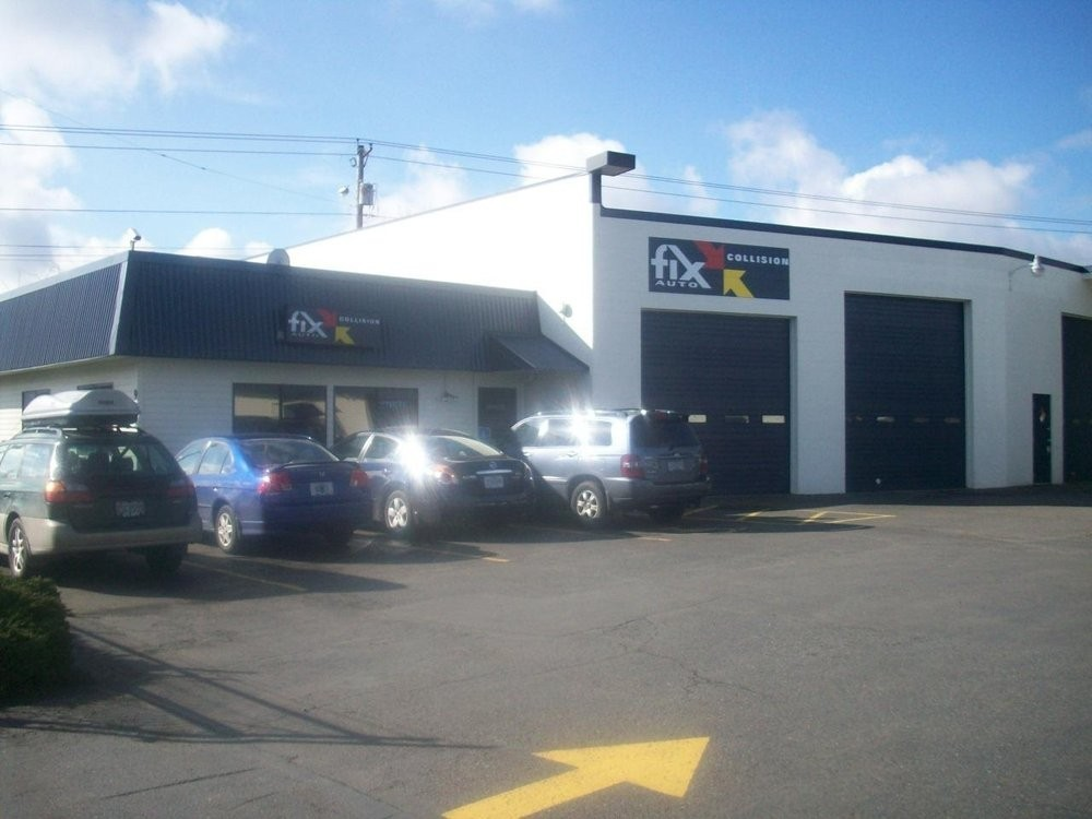 At Fix Auto Gresham, located at Portland, OR, 97233, we have friendly and very experienced office personnel ready to assist you with your collision repair needs.