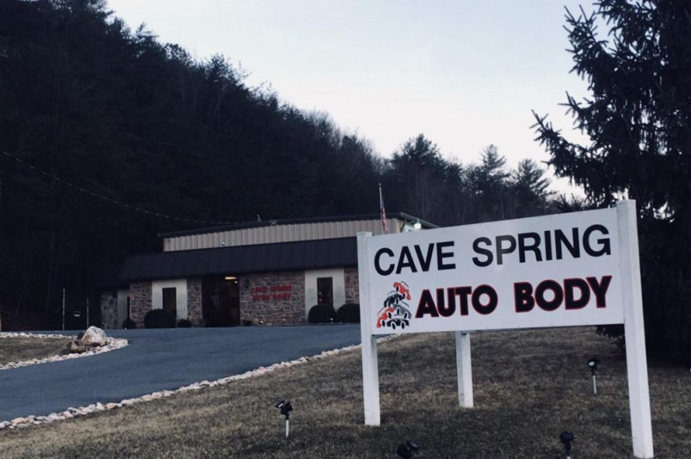 Cave Springs Auto Body - We are centrally located at Roanoke, VA, 24018 for our guest's convenience and are ready to assist you with your collision repair needs.