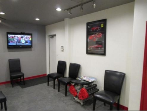 The waiting area at our body shop, located at Stockton, CA, 95203-1915 is a comfortable and inviting place for our guests.