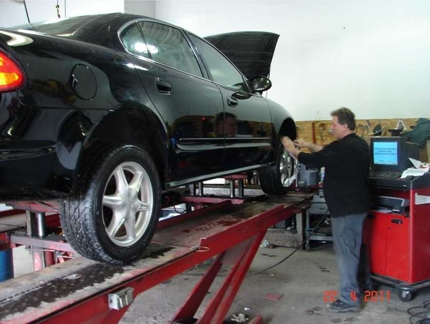 At Center Square Motors Ltd, Blue Bell, PA, 19422, correct alignment of body & suspension & steering is an absolute must for a safe & high quality Collision Repair.