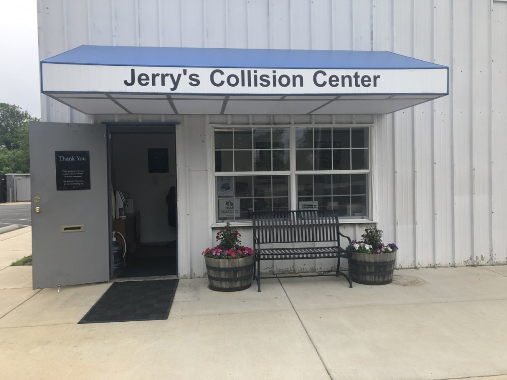 At Jerry's Leesburg Collision, you will easily find us located at Leesburg, VA, 20175. Rain or shine, we are here to serve YOU!