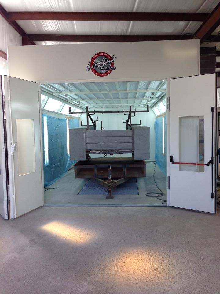 A clean and neat refinishing preparation area allows for a professional job to be done at Lindley's Paint And Body Shop, Mcalester, OK, 74501.