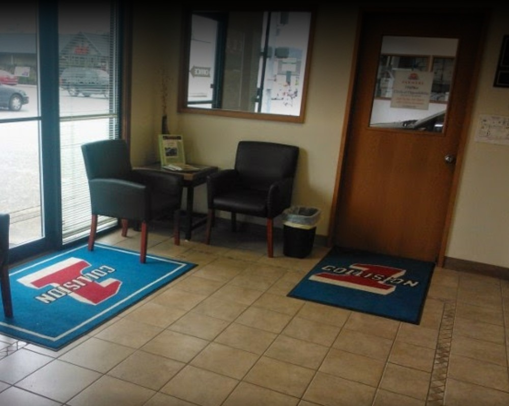 Our body shop's waiting area located at Auburn, WA, 98001 is staffe