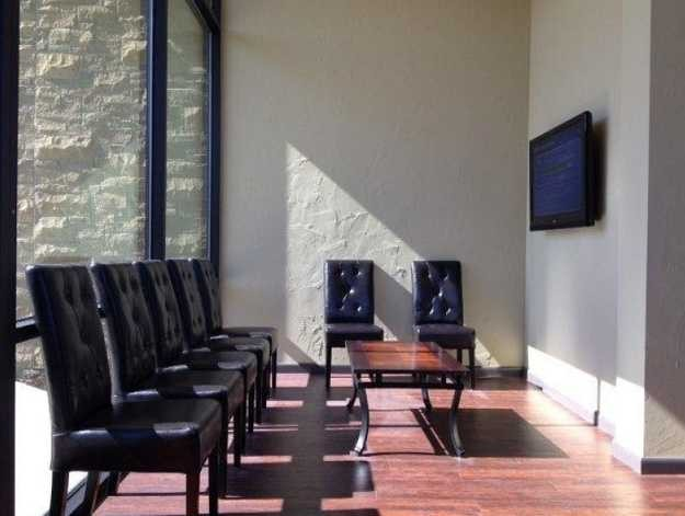 The waiting area at our body shop, located at Carrollton, TX, 75006 is a comfortable and inviting place for our guests.