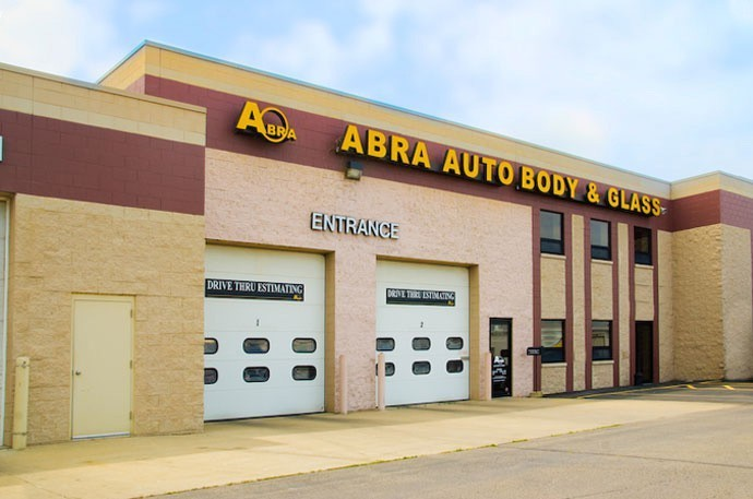 abra-auto-body-collision-glass-windshield-paintless-dent-repair-shop-location-Oconomowoc-WI-53066