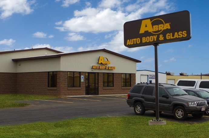 abra-auto-body-collision-glass-windshield-paintless-dent-repair-shop-location-Eau-Claire-WI-54720