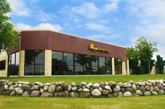 abra-auto-body-collision-glass-windshield-paintless-dent-repair-shop-location-Delafield-WI-53018
