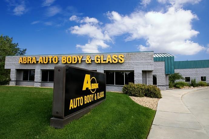 abra-auto-body-collision-glass-windshield-paintless-dent-repair-shop-location-Longmont-CO-80501