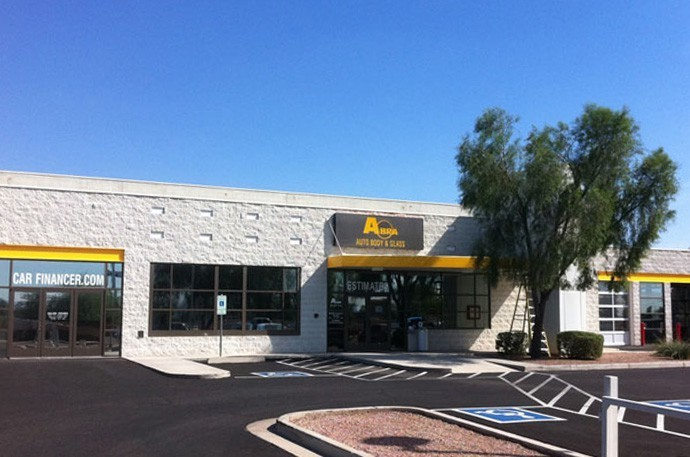 abra-auto-body-collision-glass-windshield-paintless-dent-repair-shop-location-Peoria-AZ-85382