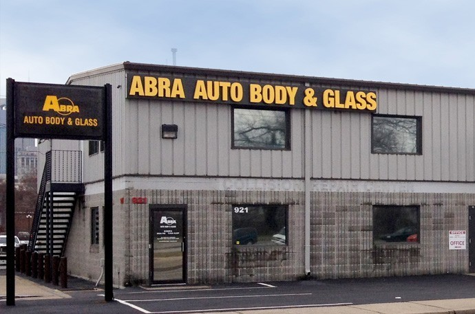 abra-auto-body-collision-glass-windshield-paintless-dent-repair-shop-location-Downtown-Nashville-TN-37201