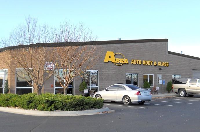 abra-auto-body-collision-glass-windshield-paintless-dent-repair-shop-location-Centennial-CO-80126