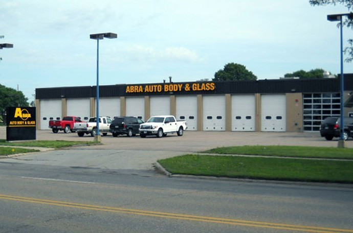 abra-auto-body-collision-glass-windshield-paintless-dent-repair-shop-location-Sioux-City-IA-51101