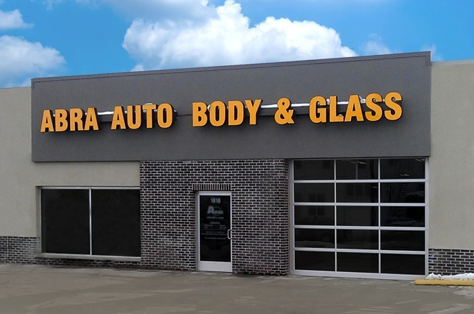 abra-auto-body-collision-glass-windshield-paintless-dent-repair-shop-location-Sterling-IL-61081