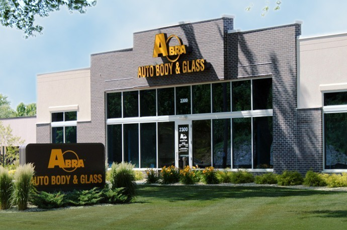 abra-auto-body-collision-glass-windshield-paintless-dent-repair-shop-location-Glendale-WI-53209