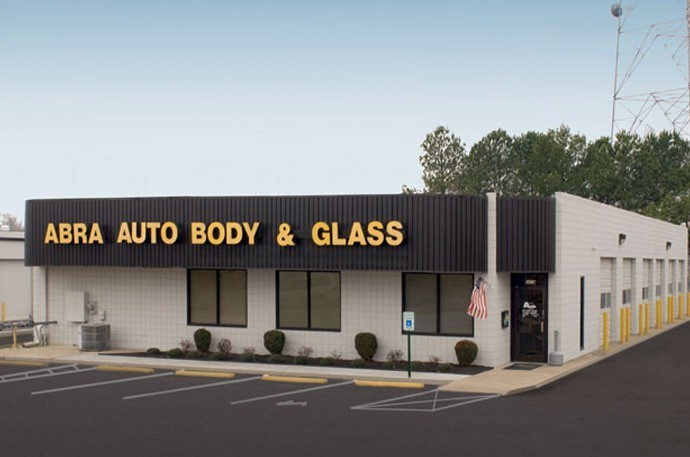 abra-auto-body-collision-glass-windshield-paintless-dent-repair-shop-location-Covington-Pike-TN-38128