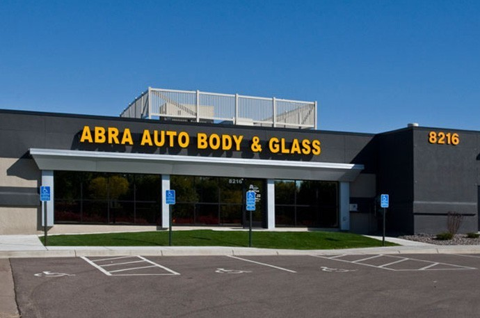 abra-auto-body-collision-glass-windshield-paintless-dent-repair-shop-location-Brooklyn-Park-MN-55445