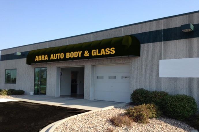 abra-auto-body-collision-glass-windshield-paintless-dent-repair-shop-location-Omaha-NE-68127
