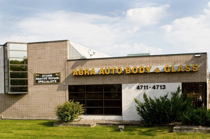 abra-auto-body-collision-glass-windshield-paintless-dent-repair-shop-location-Hopkins-MN-55343