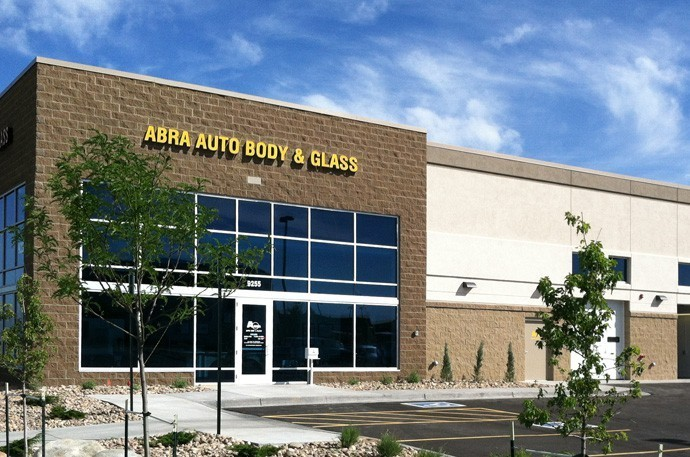 abra-auto-body-collision-glass-windshield-paintless-dent-repair-shop-location-Stapelton-CO-80238