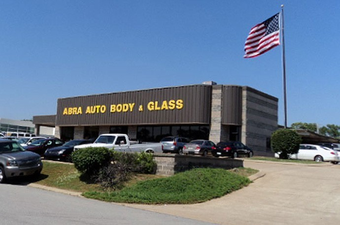 abra-auto-body-collision-glass-windshield-paintless-dent-repair-shop-location-Chattanooga-TN-37421