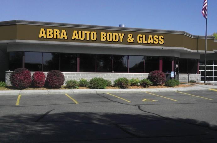 abra-auto-body-collision-glass-windshield-paintless-dent-repair-shop-location-Stillwater-MN-55082