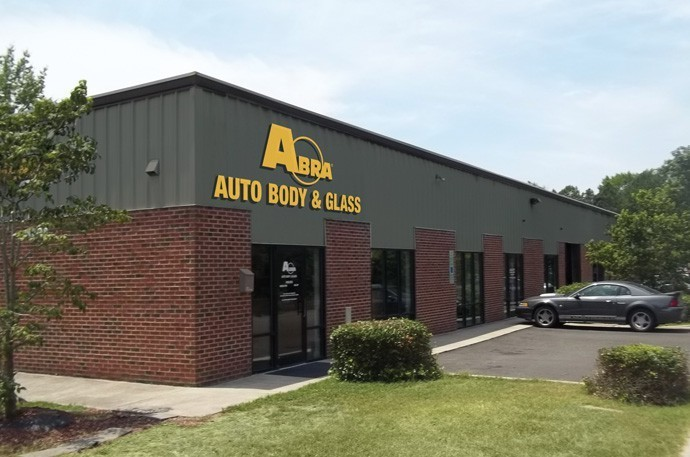 abra-auto-body-collision-glass-windshield-paintless-dent-repair-shop-location-Durham-NC-27713