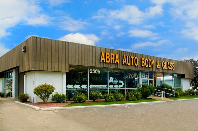 abra-auto-body-collision-glass-windshield-paintless-dent-repair-shop-location-West-Madison-WI-53719