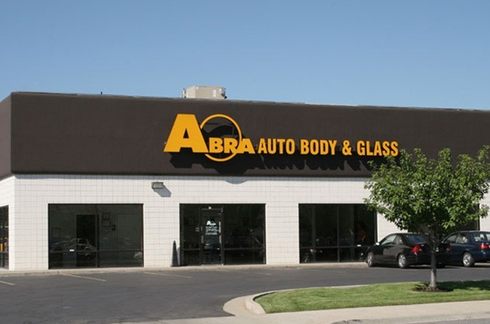 abra-auto-body-collision-glass-windshield-paintless-dent-repair-shop-location-Murray-UT-84107