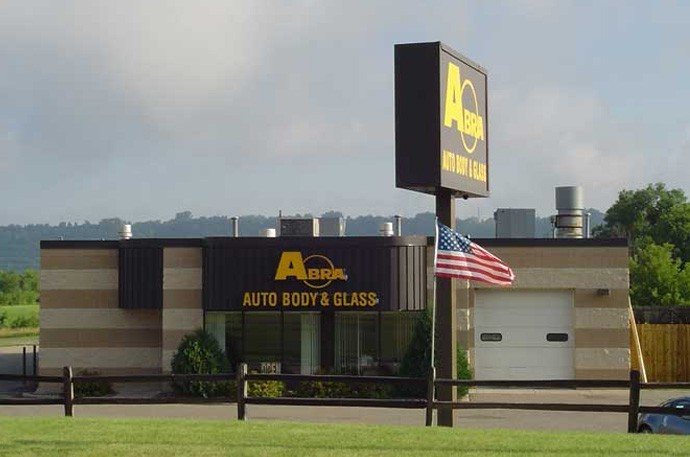 abra-auto-body-collision-glass-windshield-paintless-dent-repair-shop-location-Redwing-MN-55066