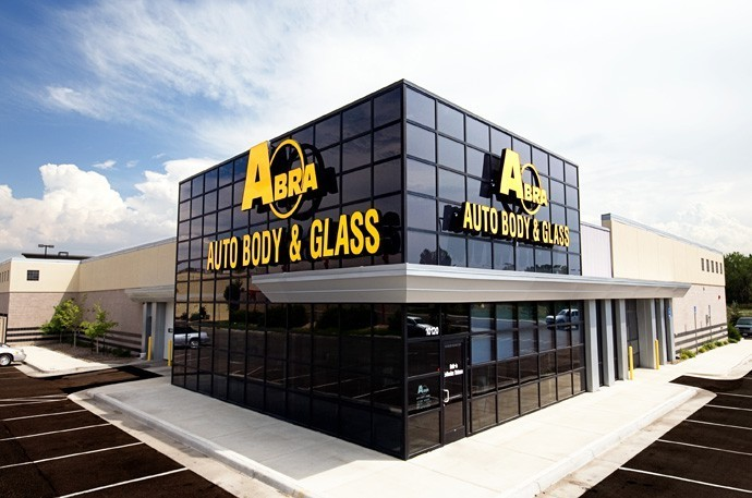 abra-auto-body-collision-glass-windshield-paintless-dent-repair-shop-location-Thornton-CO-80229