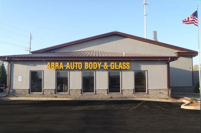 abra-auto-body-collision-glass-windshield-paintless-dent-repair-shop-location-Waukesha-WI-53189