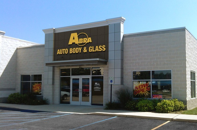 abra-auto-body-collision-glass-windshield-paintless-dent-repair-shop-location-Grand-Rapids-MI-49508
