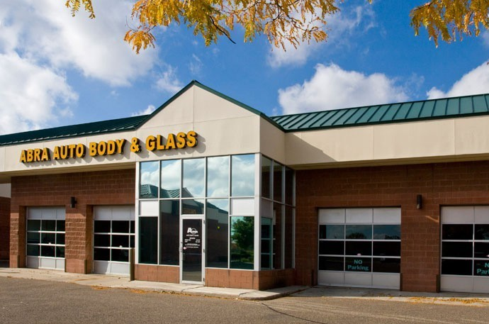 abra-auto-body-collision-glass-windshield-paintless-dent-repair-shop-location-West-Bloomington-MN-55438